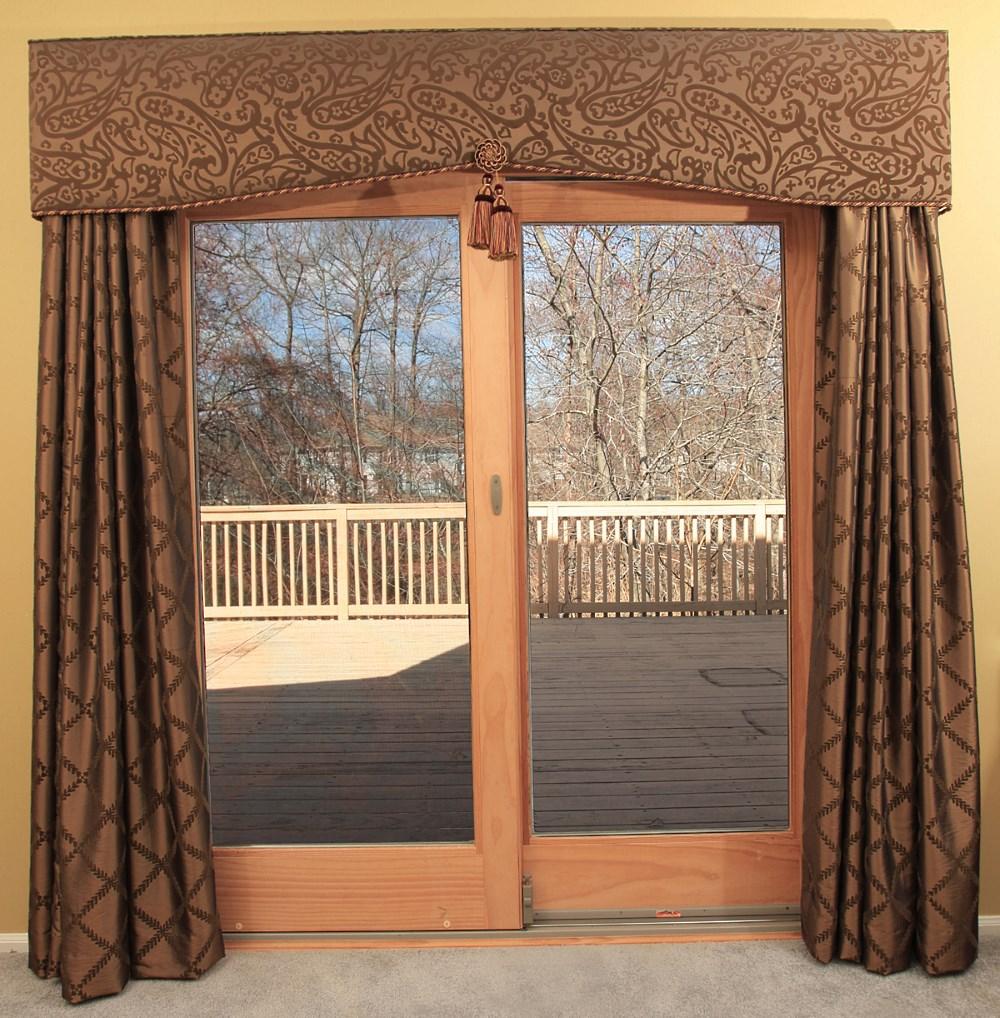 Шторы для окна с балконной дверью.
